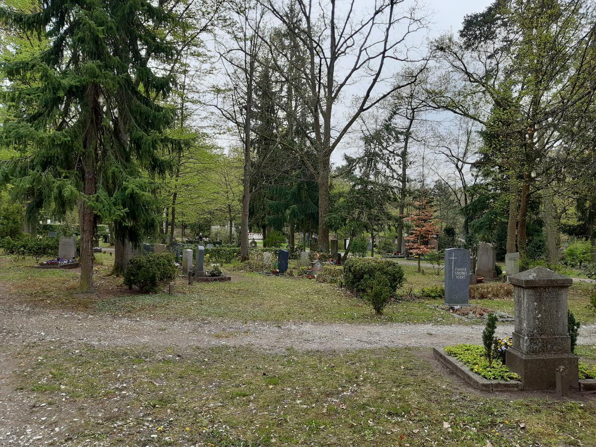 2021-05-03-01-39-02-9Westfriedhof.jpg - Atelier Haberbosch Nürnberg